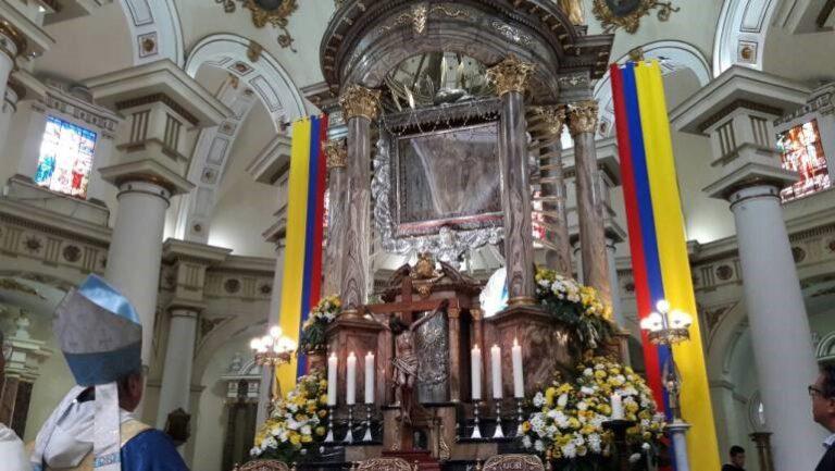 EN CHIQUINQUIRÁ, LA SANTÍSIMA VIRGEN QUISO IDENTIFICARSE CON LA LUZ PRIMORDIAL DE COLOMBIA 1